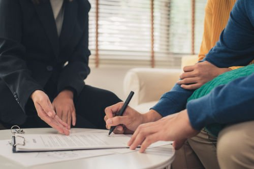 signing documents with best business broker
